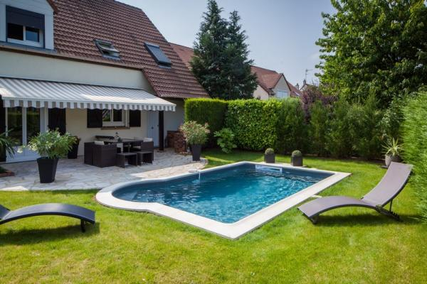 Eg piscines construction mat riel et fournitures de for Piscine personnalisee